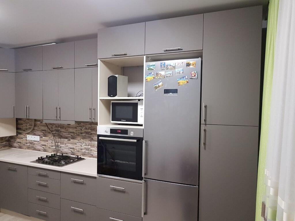 кухня на заказ с серыми фасадами левая сторона