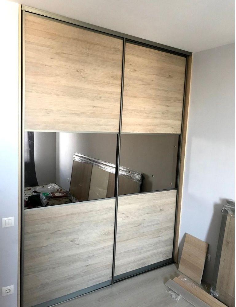 шкаф купе на заказ с зеркальной секцией